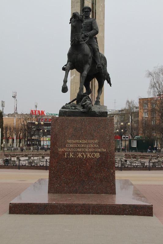 Памятник Жукову Калуга Гранит Капустинский